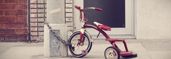 se hai 13 anni usa la bicicletta invece dello smartphone. cresci meglio!