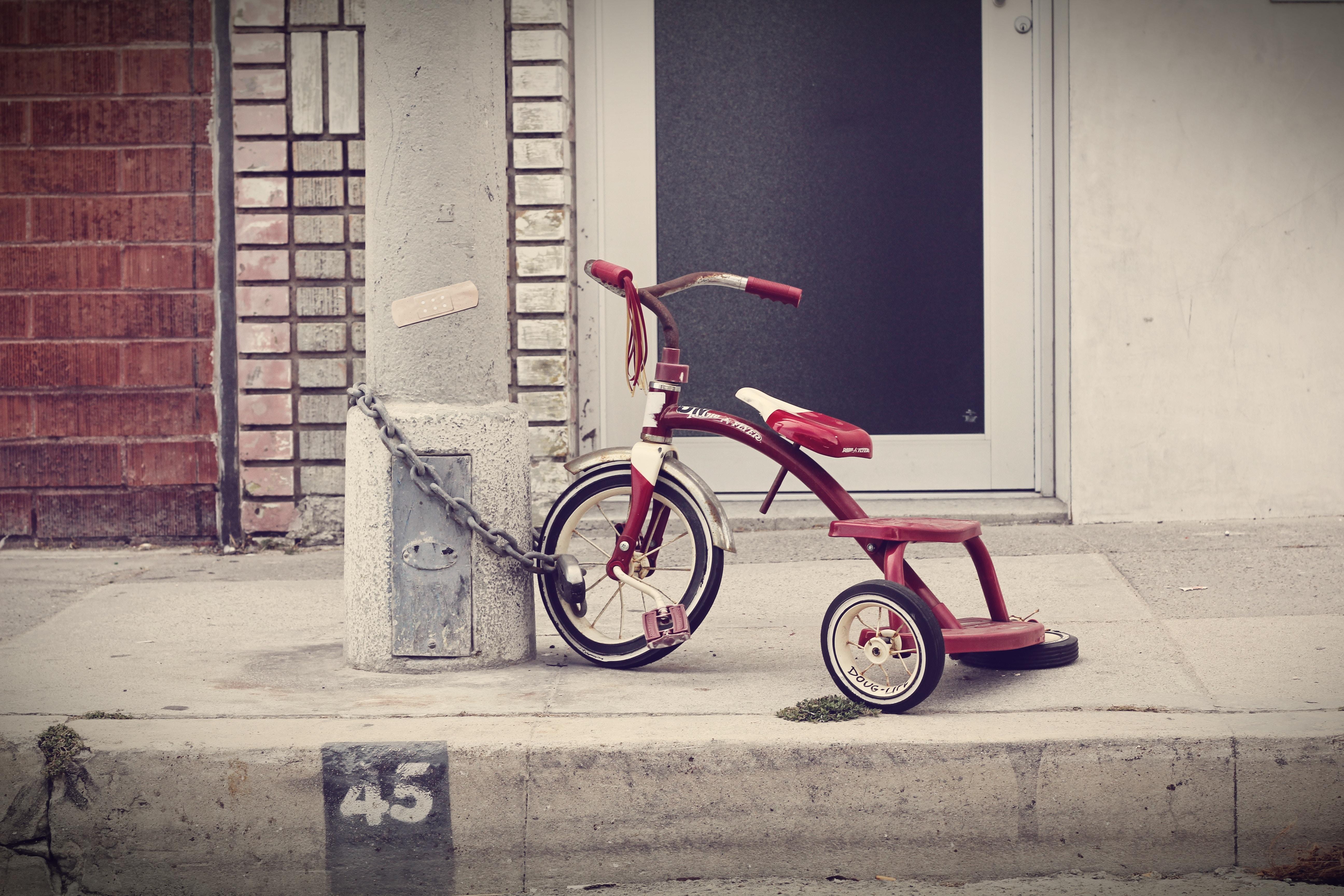 usa la bicicletta invece dello smartphone. cresci meglio!